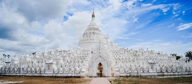 Pagode bonito de hsinbyume (mya thein dan) ou chamado taj mahal do rio irrawaddy Foto Premium
