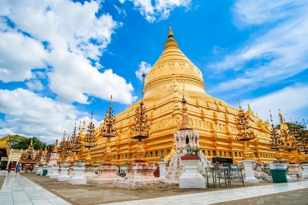 Pagode de shwezigon em bagan, myanmar. Foto Premium