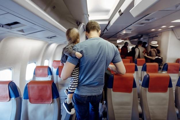 Pai, com, criança, em, avião Foto Premium