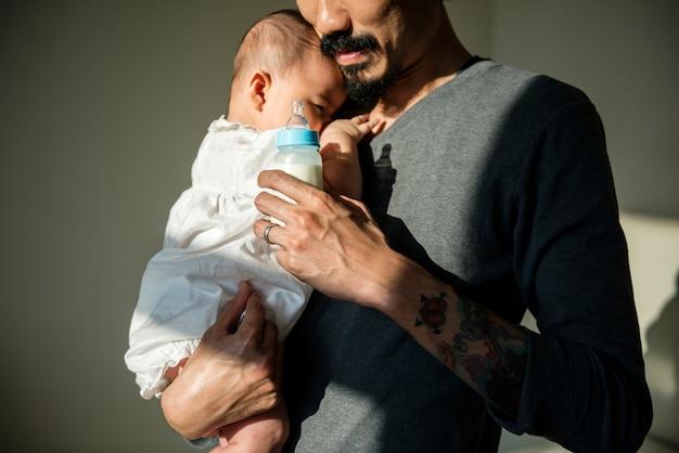 Pai, cuidando, de, seu, bebê Foto Premium