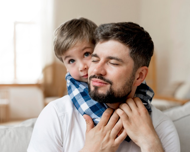 Pai e filho em close-up Foto Premium