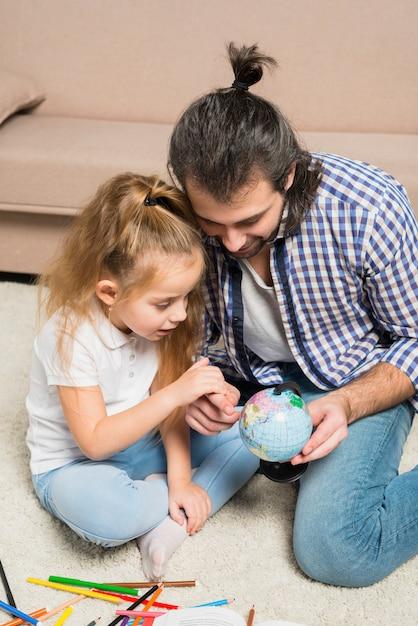 Pai filha, olhar, globo Foto gratuita