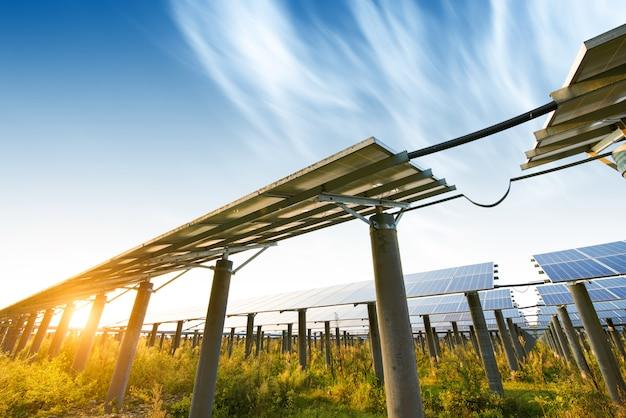 Painéis fotovoltaicos para produção elétrica renovável, navarra, aragão, espanha. Foto Premium