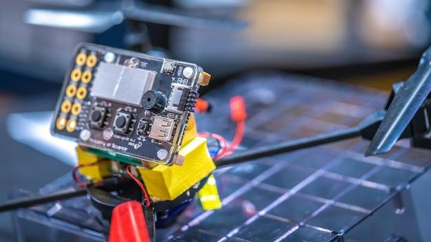 Painel de controle de operador robótico industrial Foto Premium