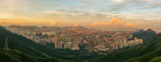 Paisagem da cidade de hong kong no tempo da luz solar Foto Premium
