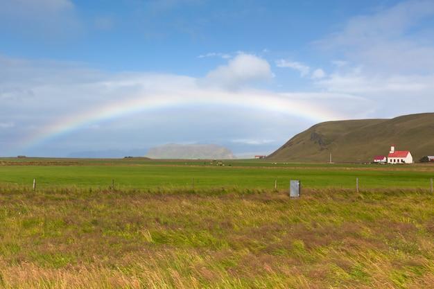 Paisagem da islândia do sul com arco-íris Foto Premium