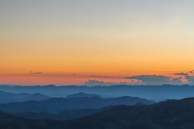 Paisagem da montanha, por do sol Foto gratuita