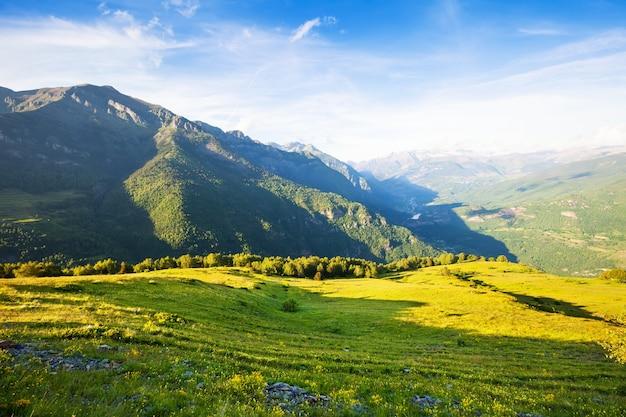 Paisagem das montanhas passa. aragão Foto gratuita