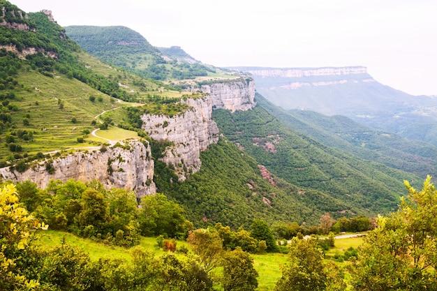 Paisagem das montanhas rochosas. collsacabra Foto gratuita