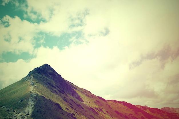 Paisagem de montanhas naturais. Foto gratuita
