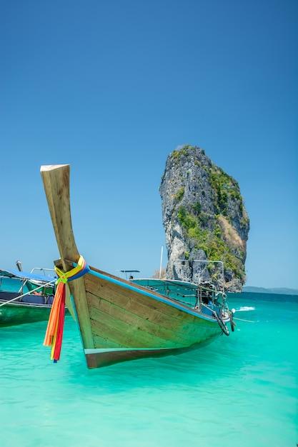 Paisagem de praia linda na tailândia Foto Premium