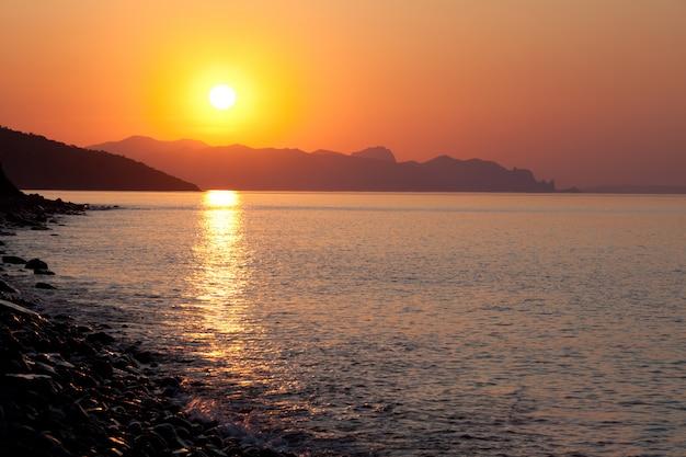 Paisagem de sol do mar calmo Foto Premium