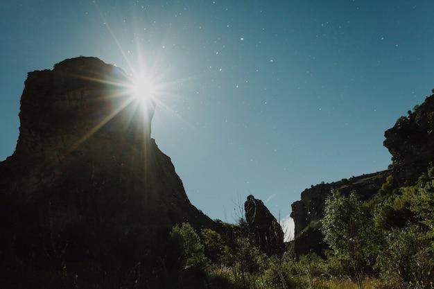 Paisagem de um pôr do sol em um dia claro Foto gratuita