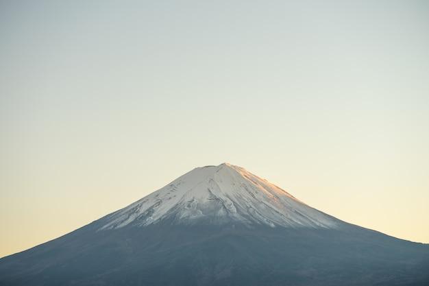 Paisagem de visão o monte fuji e lago kawaguchiko pela manhã é um turista Foto Premium