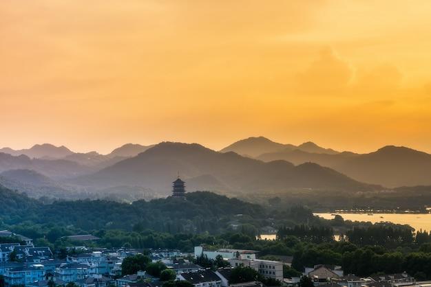 Paisagem do lago oeste em hangzhou Foto Premium