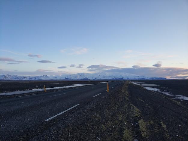Paisagem pitoresca do inverno da islândia. Foto Premium