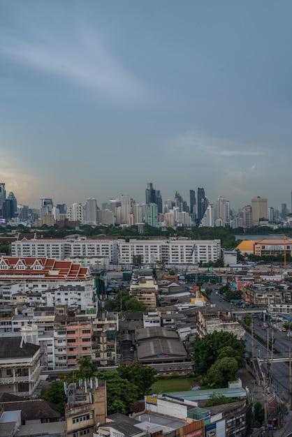 Paisagem urbana com edifício na cidade de banguecoque Foto Premium