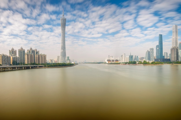 Paisagem urbana da cidade de guangzhou no dia de sol, china Foto Premium