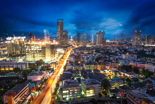 Paisagem urbana de cena noturna Foto Premium