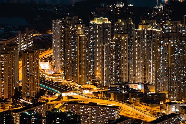 Paisagem urbana de hong kong à noite Foto Premium