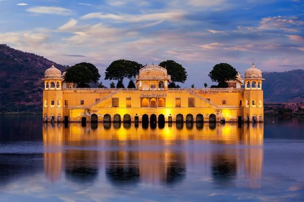 Palácio da água de jal mahal. jaipur, rajasthan, índia Foto Premium