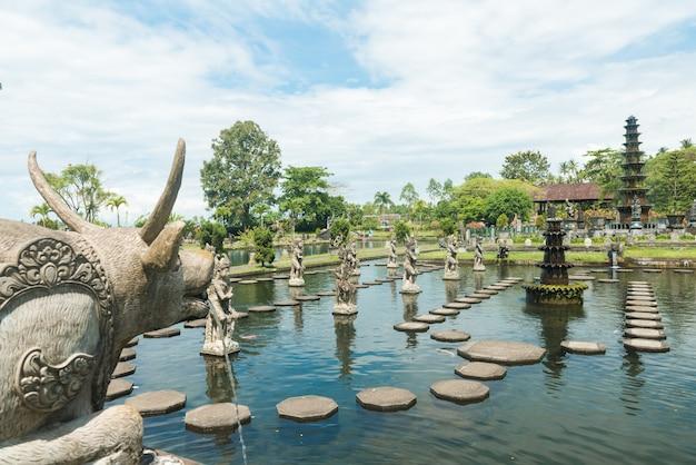 Palácio da água de tirtagangga Foto gratuita