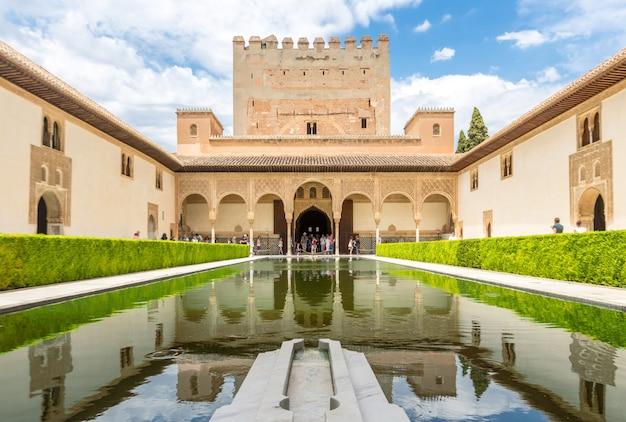 Palácio de alhambra de granada, espanha Foto Premium
