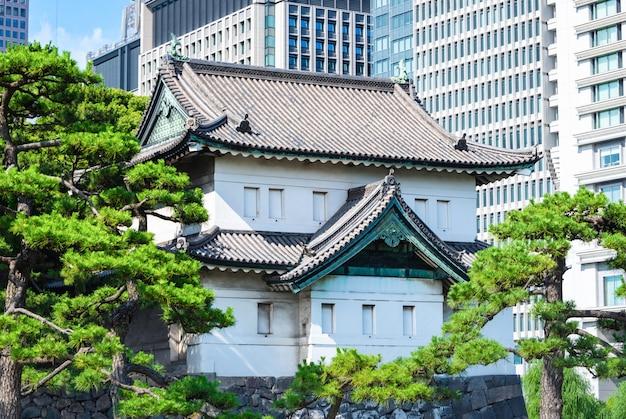 Palácio imperial com a árvore no dia no tóquio, japão. Foto Premium