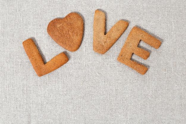 Palavra amor de biscoitos com gengibre de saco ou pano áspero Foto Premium