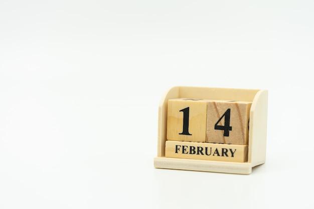 Palavra de madeira 14 fevereiro no calendário. dia 14 encontra o dia dos namorados. Foto Premium