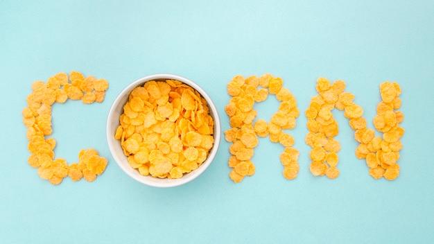 Palavra de milho escrita com flocos de milho Foto gratuita