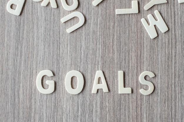 Palavra dos objetivos de letras do alfabeto de madeira. conceito de negócio e idéia Foto Premium