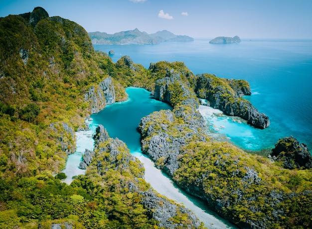 Palawan, filipinas vista aérea do drone da lagoa turquesa e penhascos de calcário. el nido marine Foto Premium