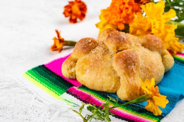 Pan de muerto, pão mexicano Foto Premium