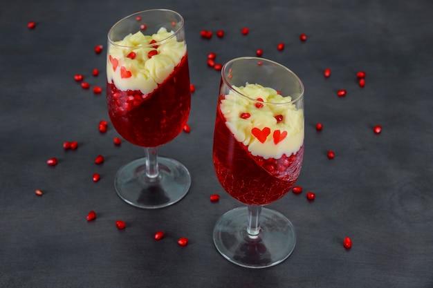 Panakota saborosa com geléia e romã Foto Premium