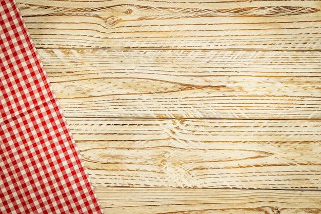 Pano de cozinha na mesa de madeira Foto gratuita