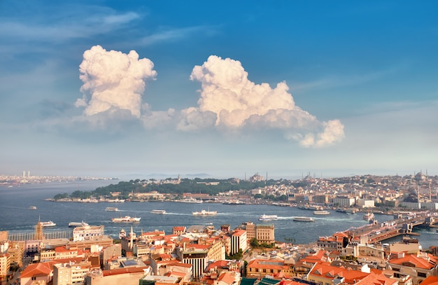 Panorama aérea do chifre dourado da torre galata em istambul, turquia Foto Premium