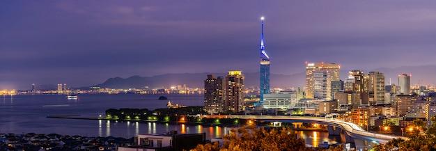 Panorama da cidade de fukuoka kyushu pôr do sol Foto Premium