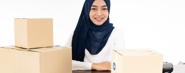 Panorama de venda de comerciante on-line muçulmano Foto Premium