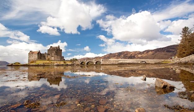Panorama do castelo de eilean donan Foto Premium