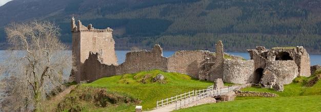 Panorama do castelo de urquhart. Foto Premium