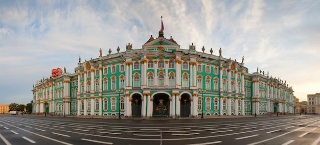 Panorama do palácio de inverno Foto gratuita