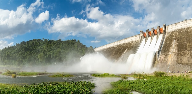 Panorama, drenagem de grandes barragens Foto Premium