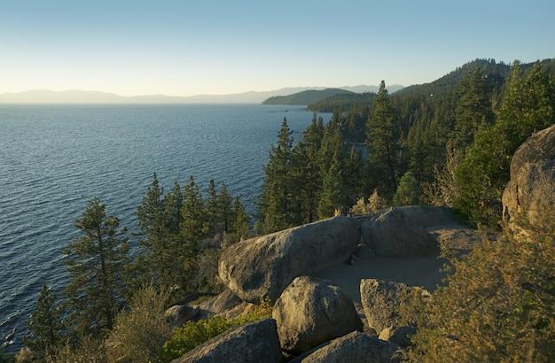 Panorama panorâmico de lake tahoe Foto gratuita