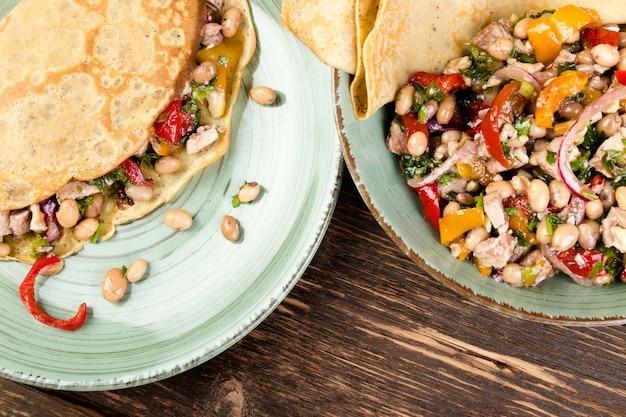 Panqueca de trigo sarraceno. quesadilla mexicana. Foto Premium