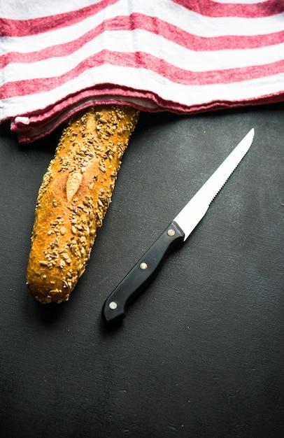 Pão caseiro com sementes Foto Premium