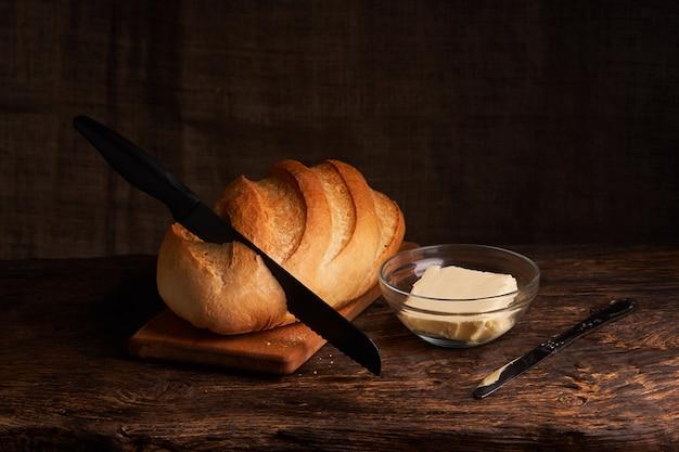 Pão caseiro fresco. crisp. pão ao fermento. pão sem fermento. pão dietético Foto Premium