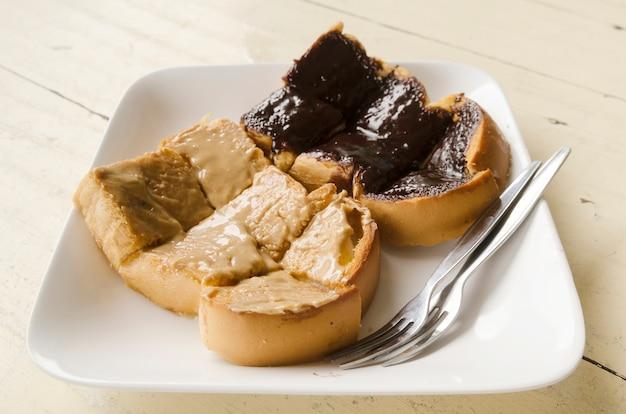 Pão com creme de chocolate nutella Foto Premium