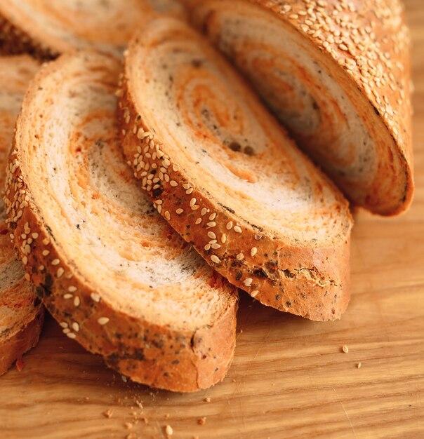Pão cortado mão tradtional caseiro recentemente. Foto Premium