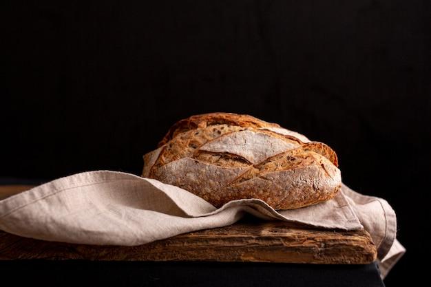 Pão delicioso na toalha Foto gratuita